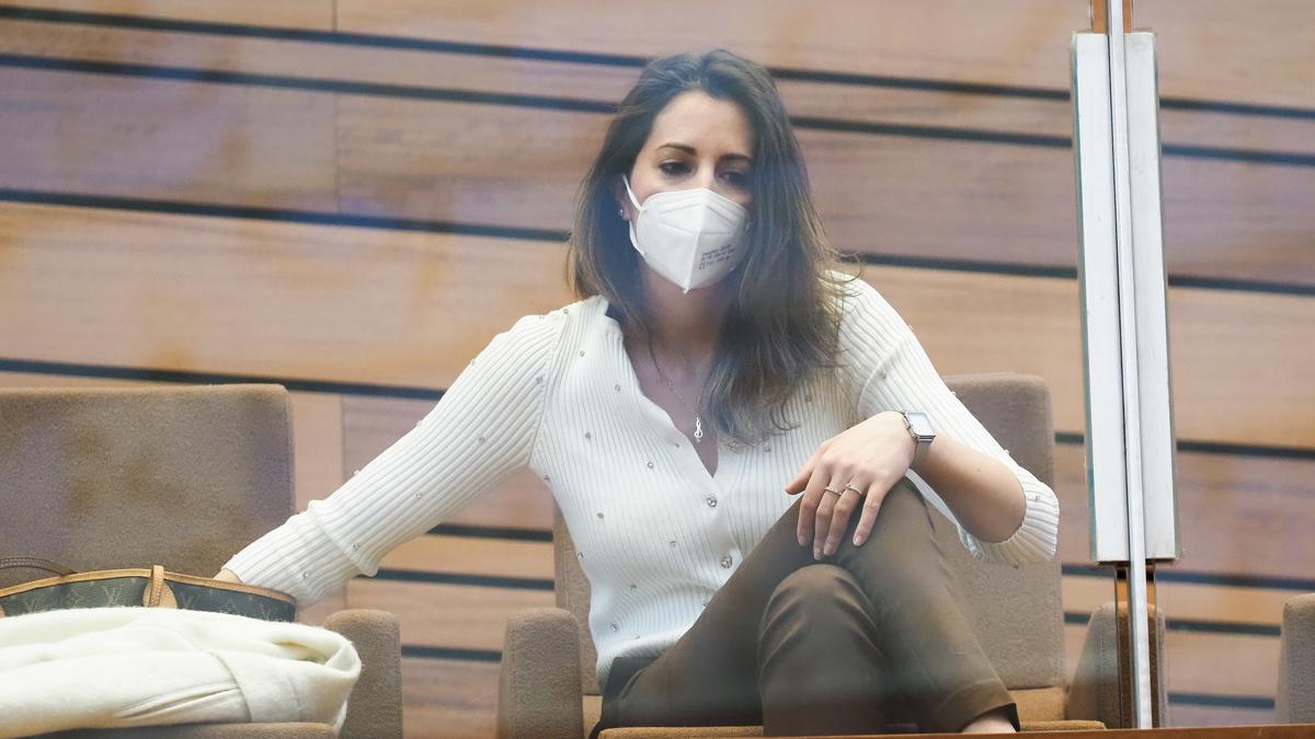 La procuradora María Montero durante una sesión de las Cortes.