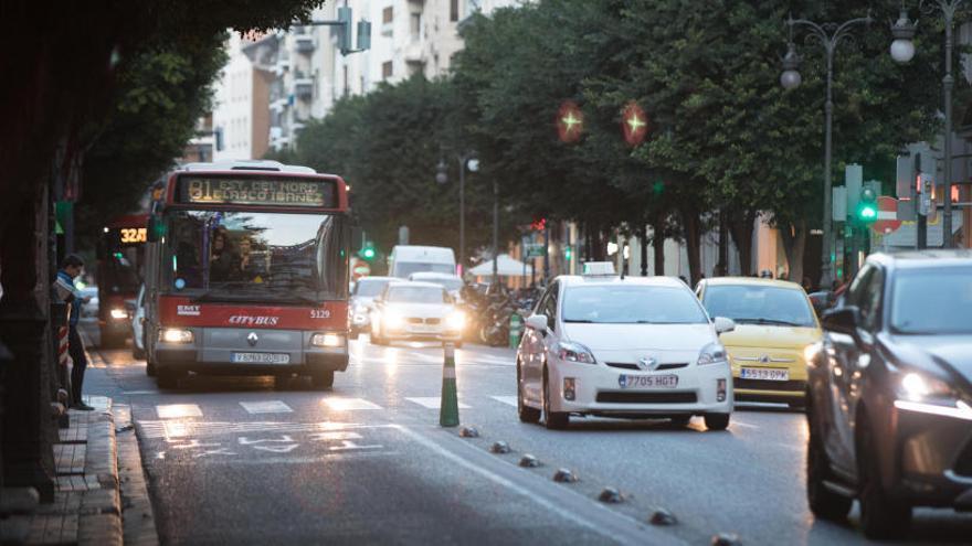 La DGT inicia una campaña sobre camiones y autobuses