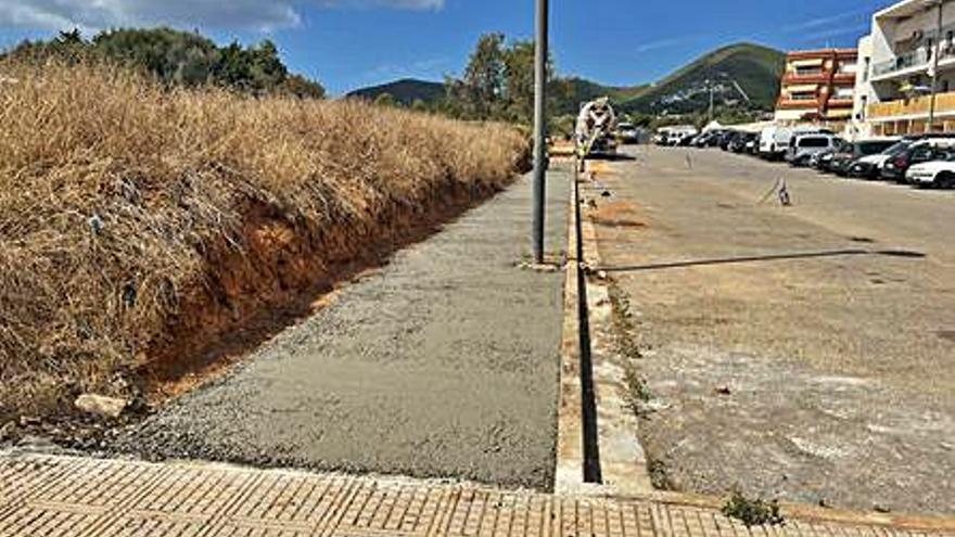Vila habilita una acera en la calle Sant Vicent de sa Cala, en el barrio de Can Cantó