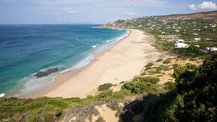 Playas andaluzas pueden retroceder hasta 46 metros en 2100, alerta el Gobierno