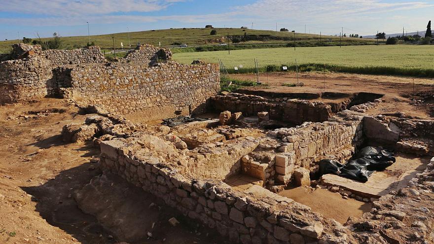 Troben la basílica paleocristiana i el  palau episcopal del Bisbat d'Empúries