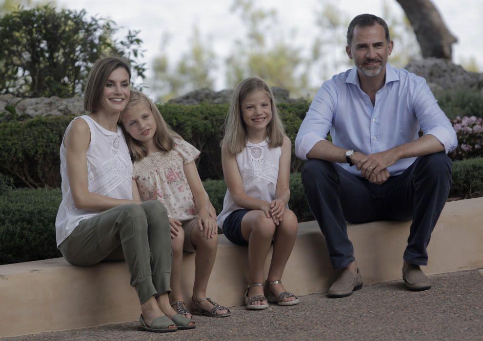 Los reyes y sus hijas en Marivent