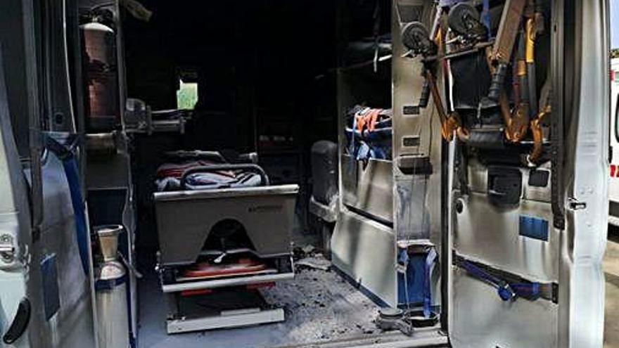 Roben una ambulància a Llagostera i la cremen a Caldes de Malavella