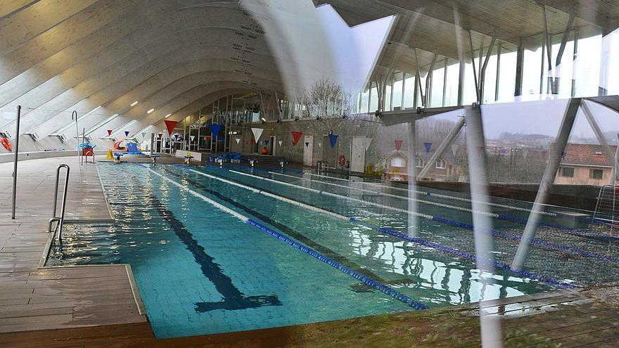 Cangas valora un contrato puente, previo a municipalizar la piscina
