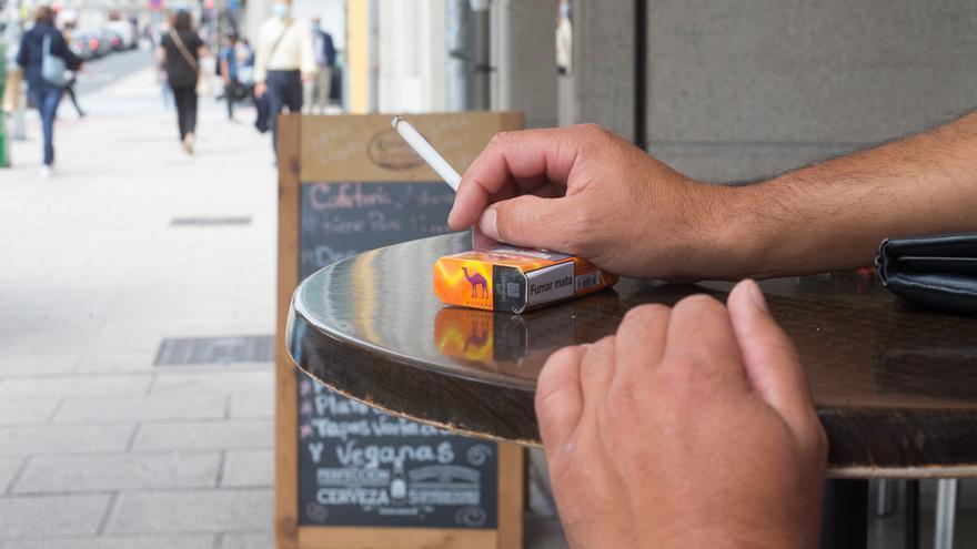 Prohibir fumar en hostelería, el próximo objetivo de Sanidad