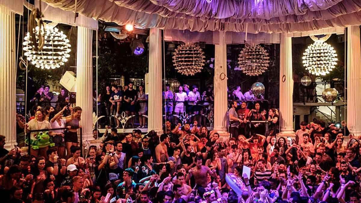 Una discoteca a rebosar de público en la temporada de 2019