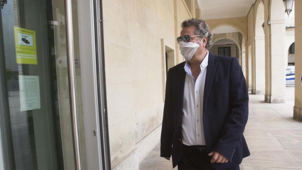 El empresario Enrique Ortiz en la Audiencia el día que firmó la conformidad, el pasado 22 de abril.