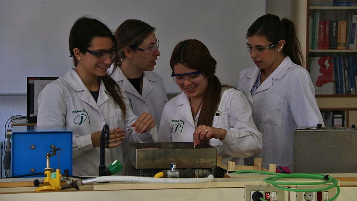 Un grup de noies estudiants d'FP, en una imatge d'arxiu   ARXIU/ACN