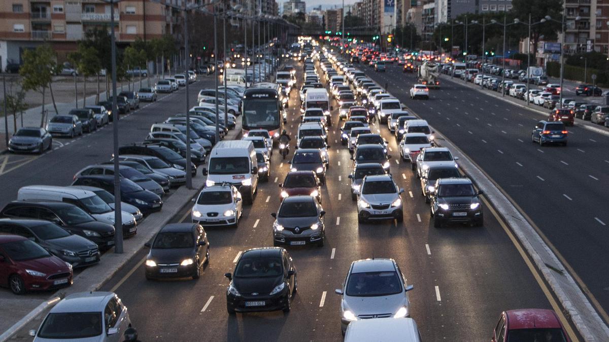 Los vehículos privados son unos de los principales productores de gases de efecto invernadero.