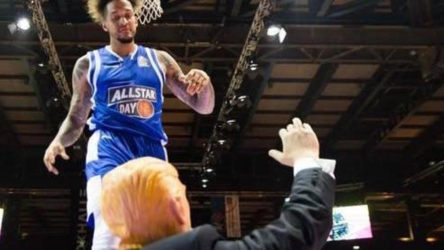 VÍDEO   Un jugador de bàsquet fa «una esmaixada sobre Trump» a Alemanya