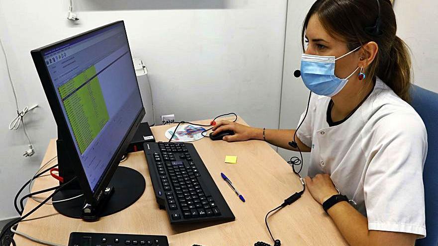 Enfermeras rastreadoras aragonesas cuentan sus jornadas al teléfono, que llegan a las 150 llamadas