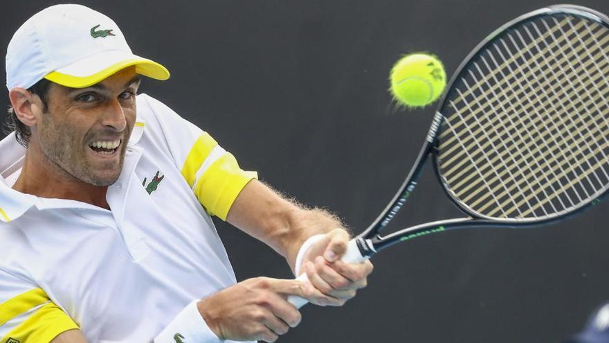 Andújar cae ante Krajinovic en un duelo marcado por el viento y el calor