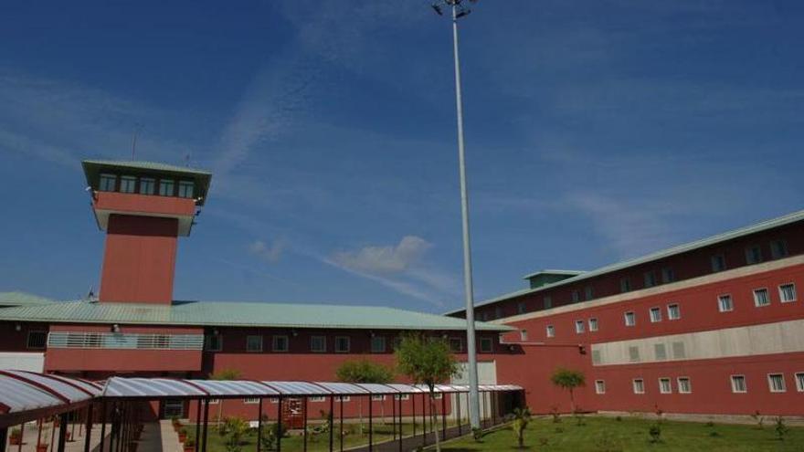 Condenado a 7 años de cárcel un preso de Teixeiro por agredir a otro interno con una barra de pesas