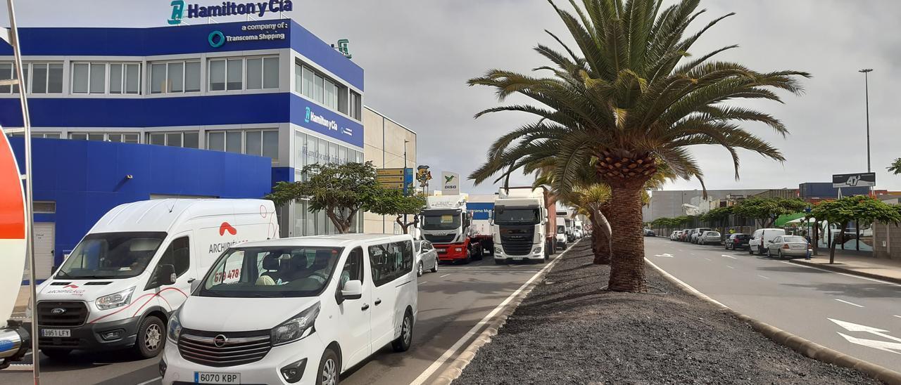 Retenciones en el interior del Puerto por el accidente ocurrido en el arranque de la Avenida Marítima.