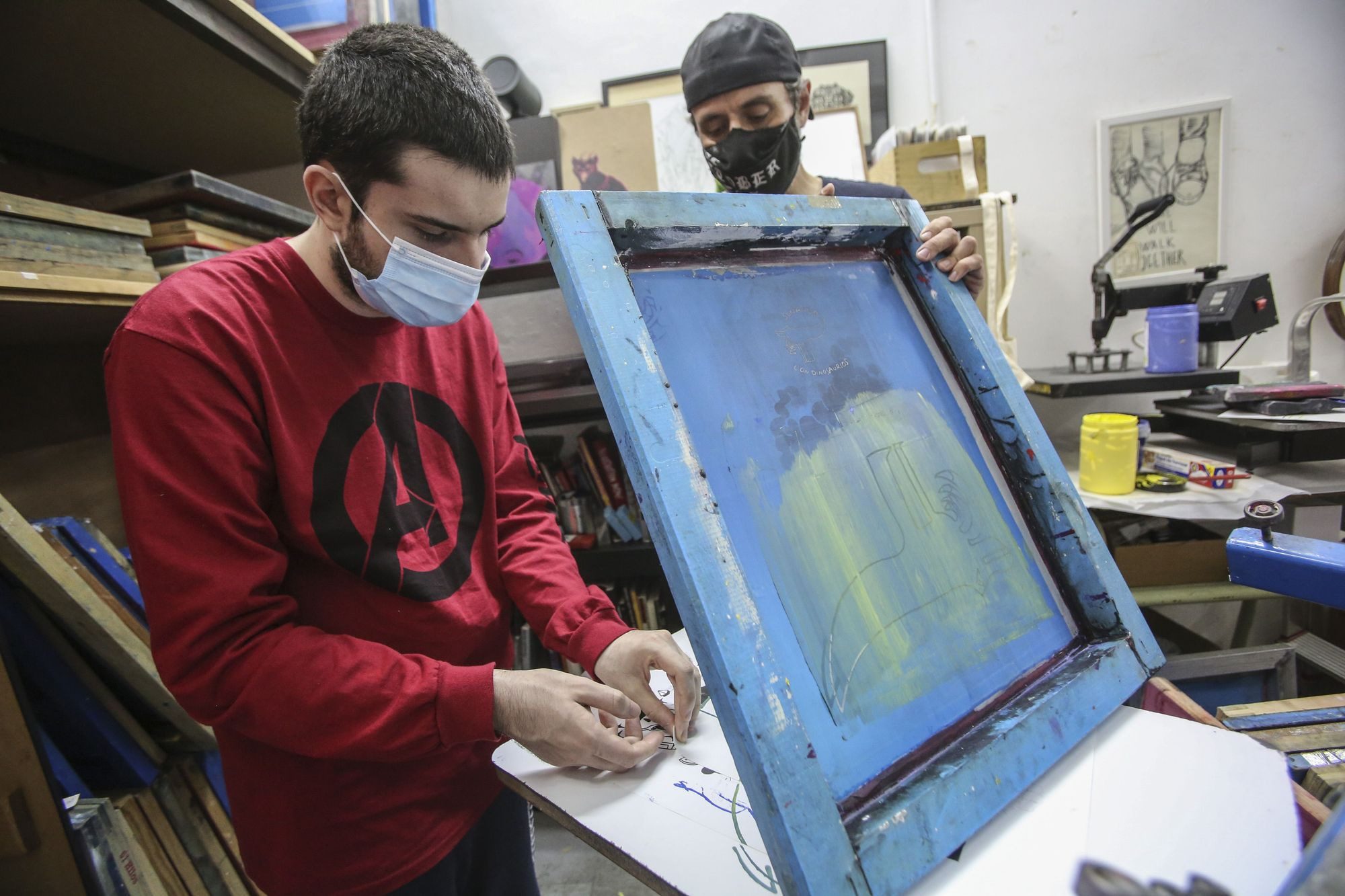 A graphic school in Alicante designs a line of T-shirts with the animal illustrations of Gonzalo, a young man with autism