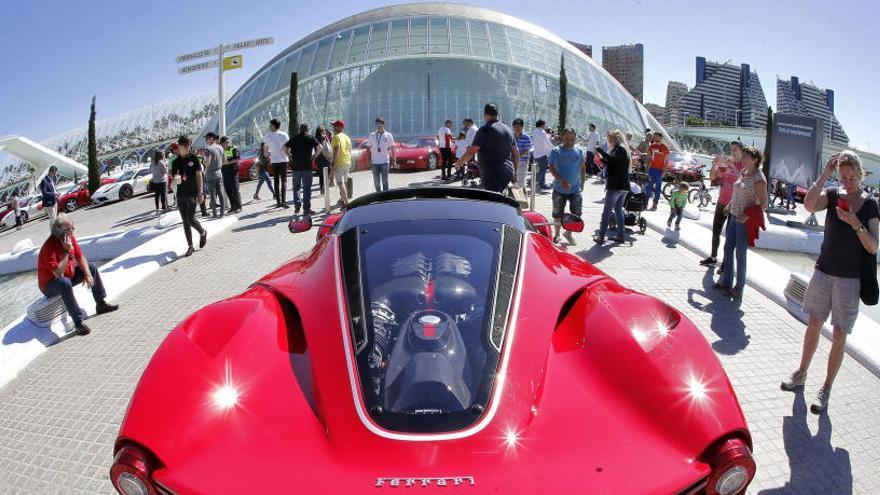 La escudería Ferrari invade el Circuit Ricardo Tormo
