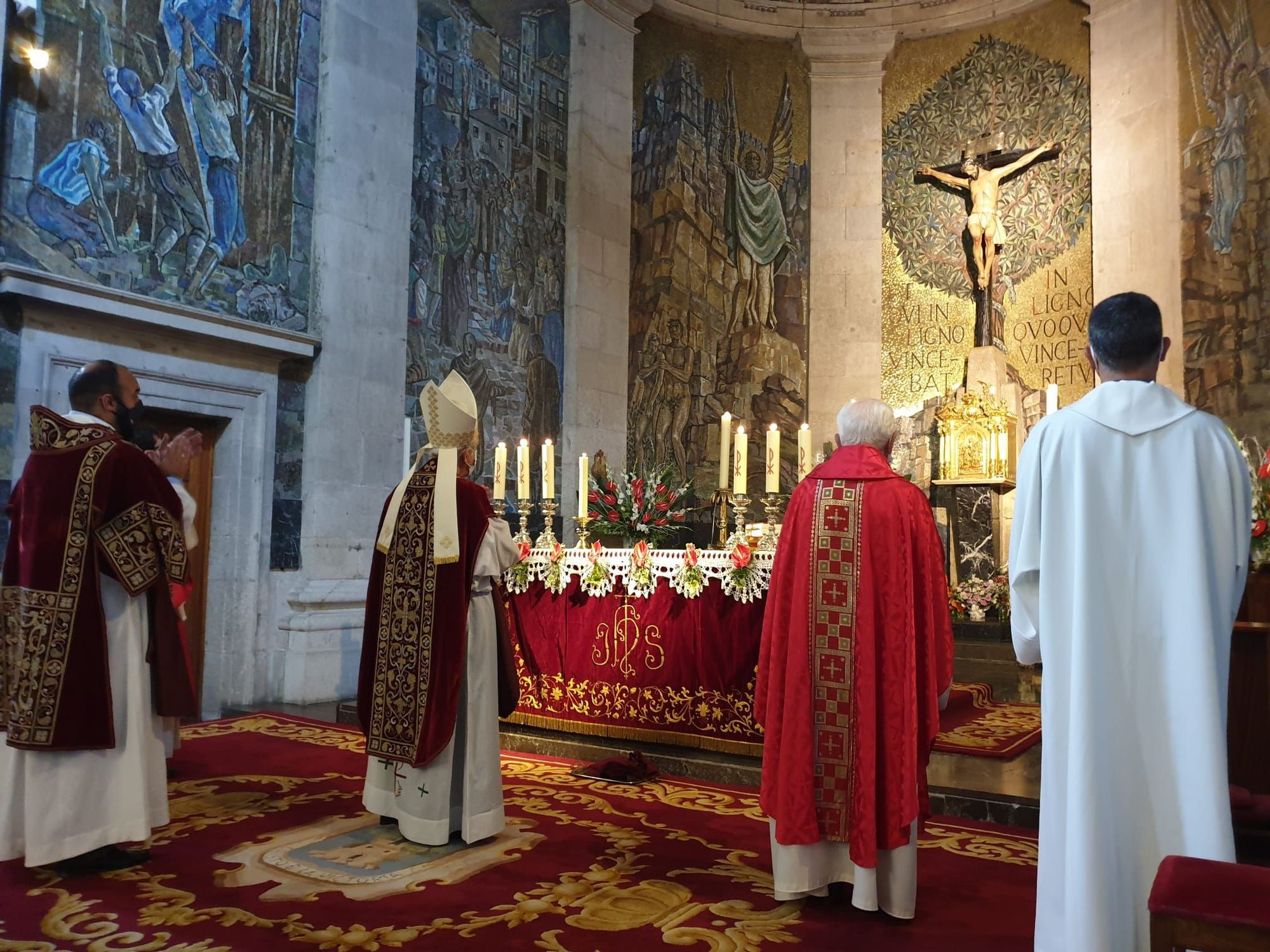 Vigo se encomienda al Cristo de la Victoria