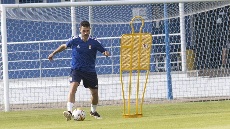 Al Cuco solo le falta un lateral: el Oviedo busca otro defensa diestro