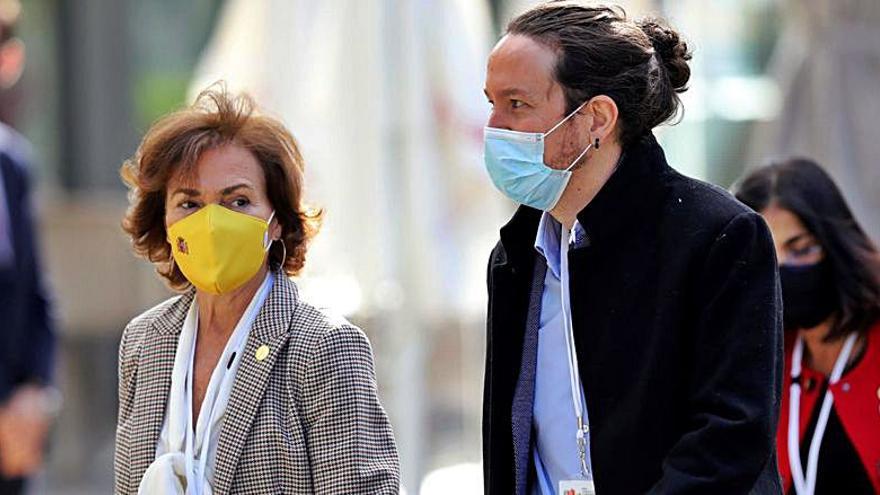 Pablo Iglesias y Carmen Calvo, en la tertulia de 'Hora 25' en la Cadena SER