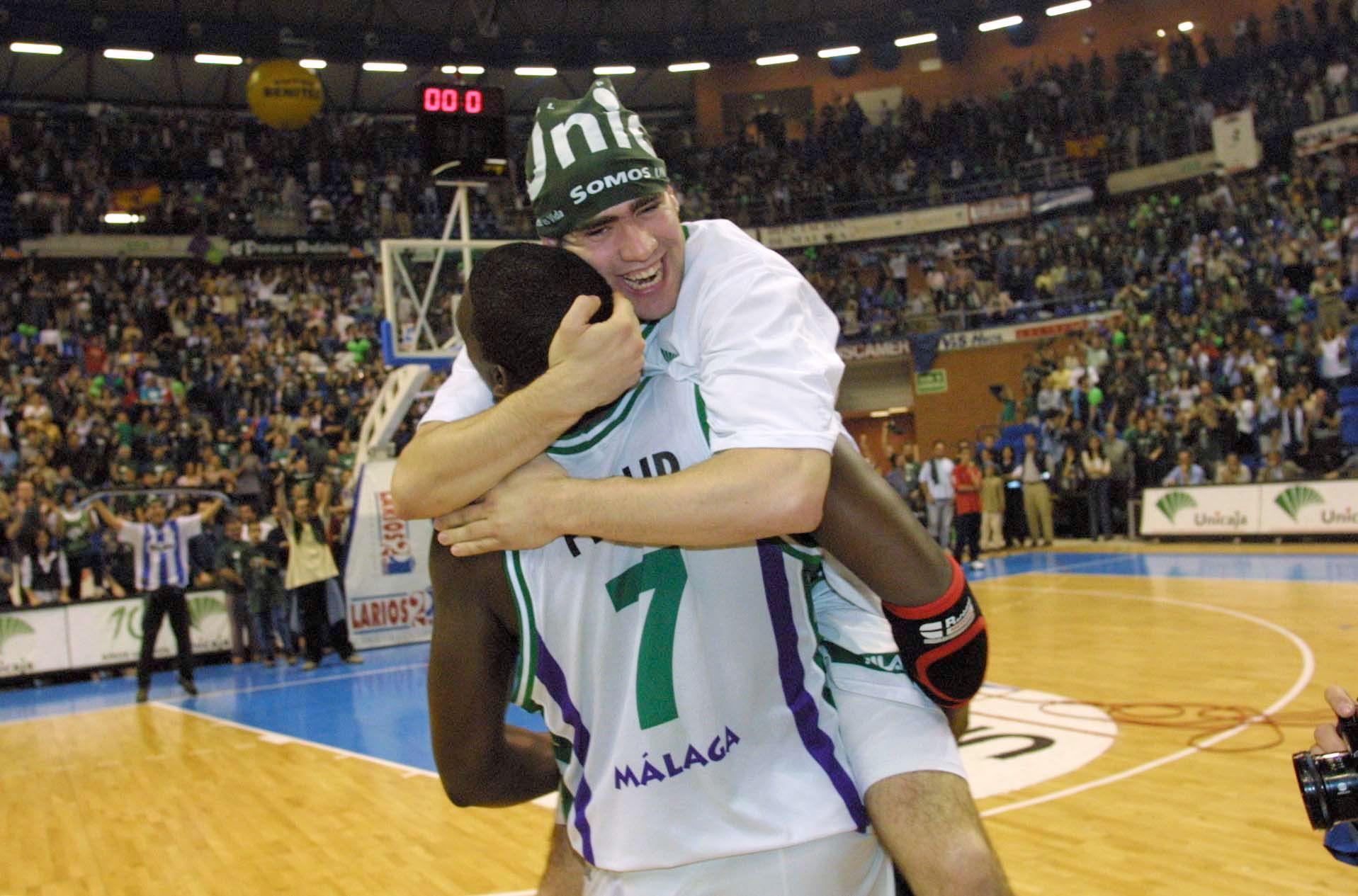 Carlos Cabezas celebra el título de liga ACB conseguido en 2006.