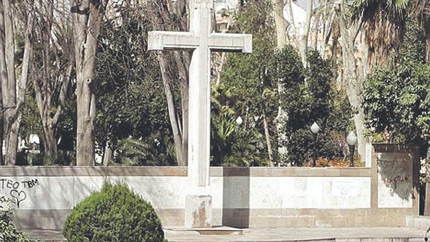 Abogados Cristianos se querellará contra la alcaldesa si retira la cruz