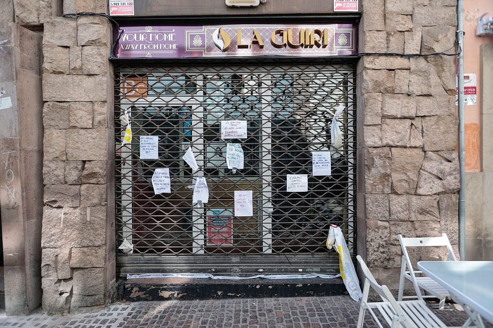 Carteles de ánimo en 'La Guiri'