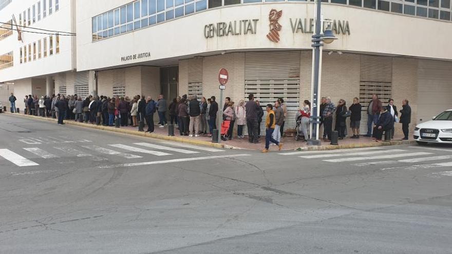 La falta de personal colapsa el Registro Civil del Palacio de Justicia de Torrevieja