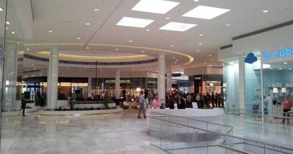 Inauguración del centro comercial El Faro de Badajoz en imágenes