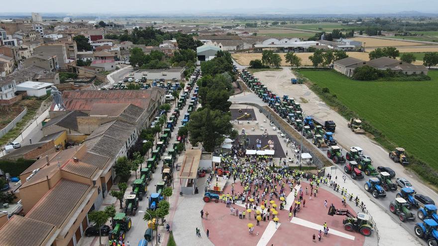 200 tractores van de Gallur a Tauste  contra la autopista a Ejea