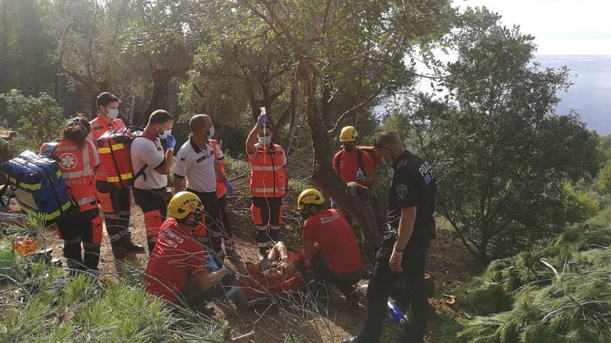 Evacuan en helicóptero a un hombre herido con una motosierra en Deià