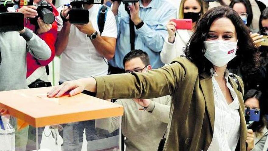 El 'ayusazo' en Madrid abreincógnitas en todos los frentes