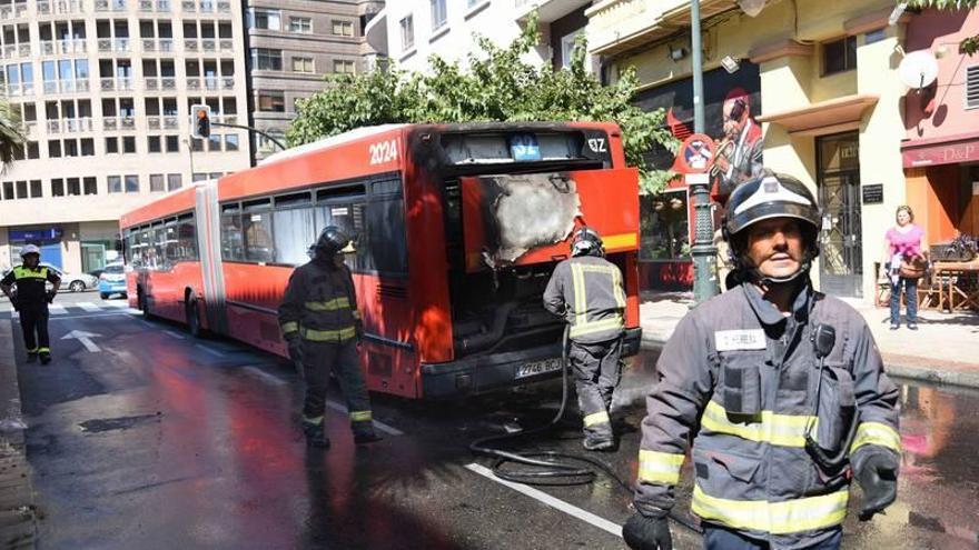 Tercer bus incendiado en menos de seis días