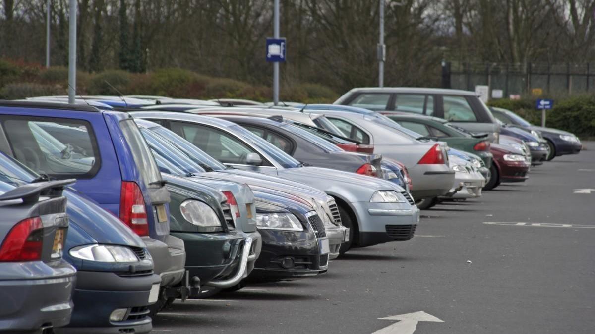 La multa por tener el coche parado en la calle puede superar los 6.000 euros