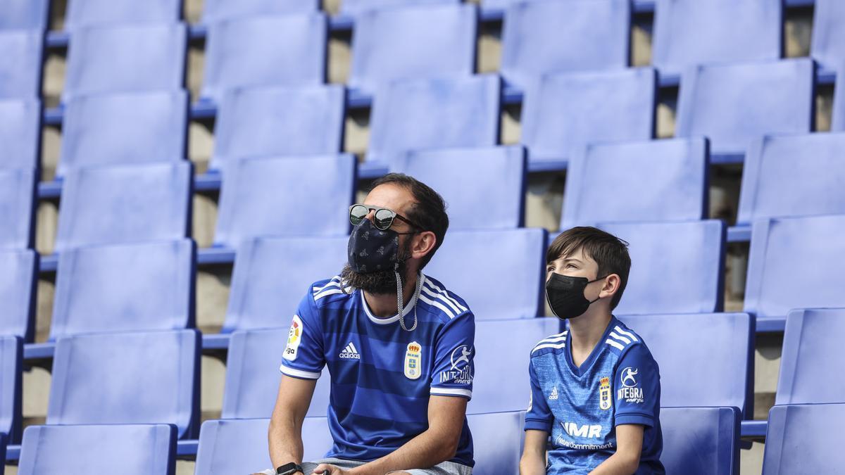 En imágenes: los aficionados del Real Oviedo vuelven al campo