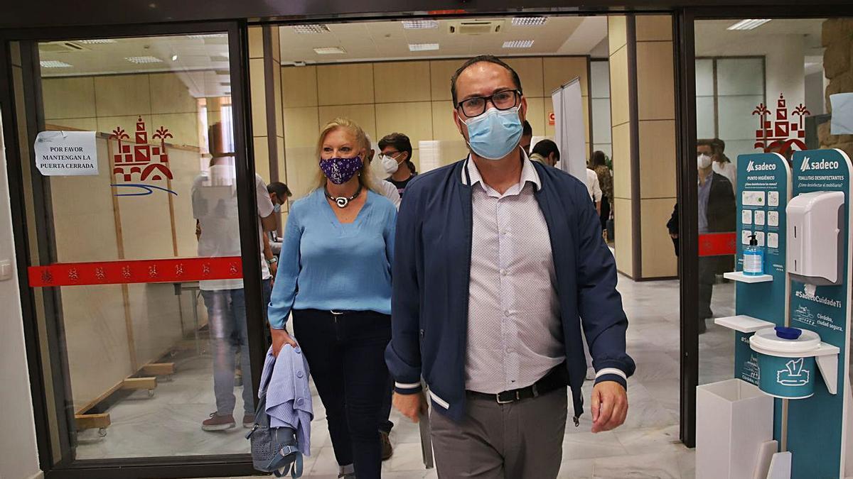 Renuncia: Juan Alcántara, llegando a la sala de prensa, el jueves pasado cuando presentó su dimisión.