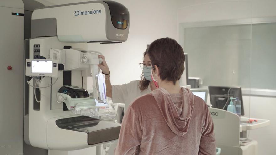 Mamografía 3D con contraste para detectar tumores en mujeres con antecedentes de cáncer de mama