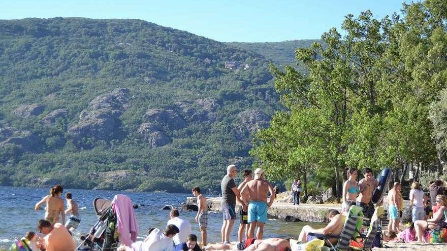 El baño estará permitido en playas de la provincia y piscinas a partir del lunes, con la fase 2.