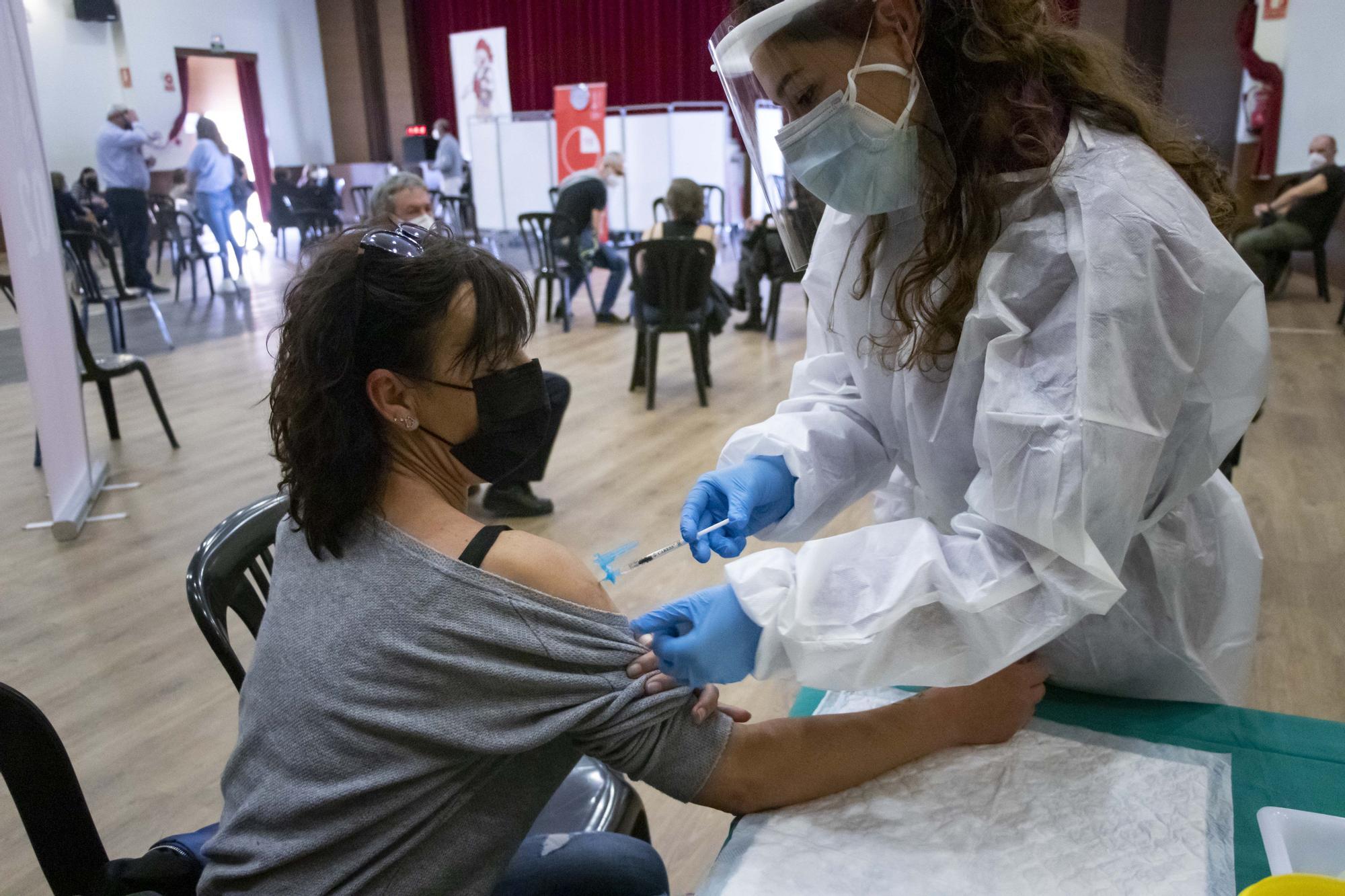 Empieza la vacunación masiva a docentes de la Safor