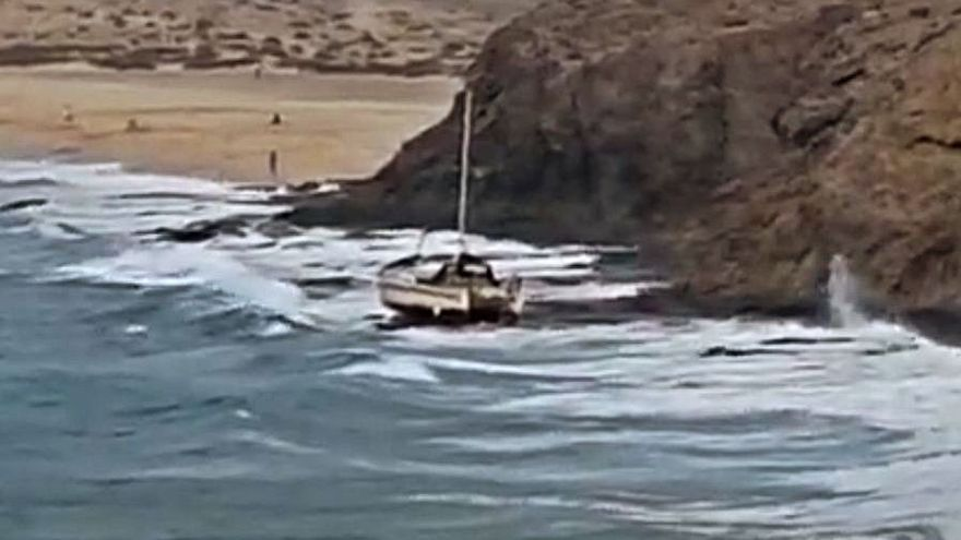 Un velero encalla en Papagayo