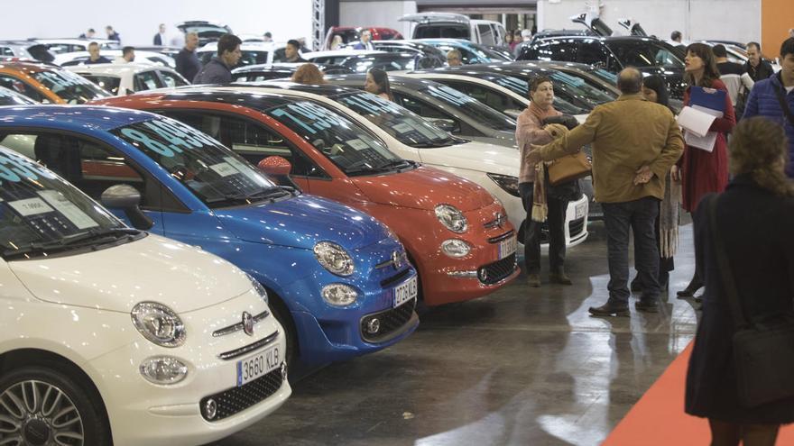 Las ventas de coches caen otro 73% y registran su segunda peor cifra histórica