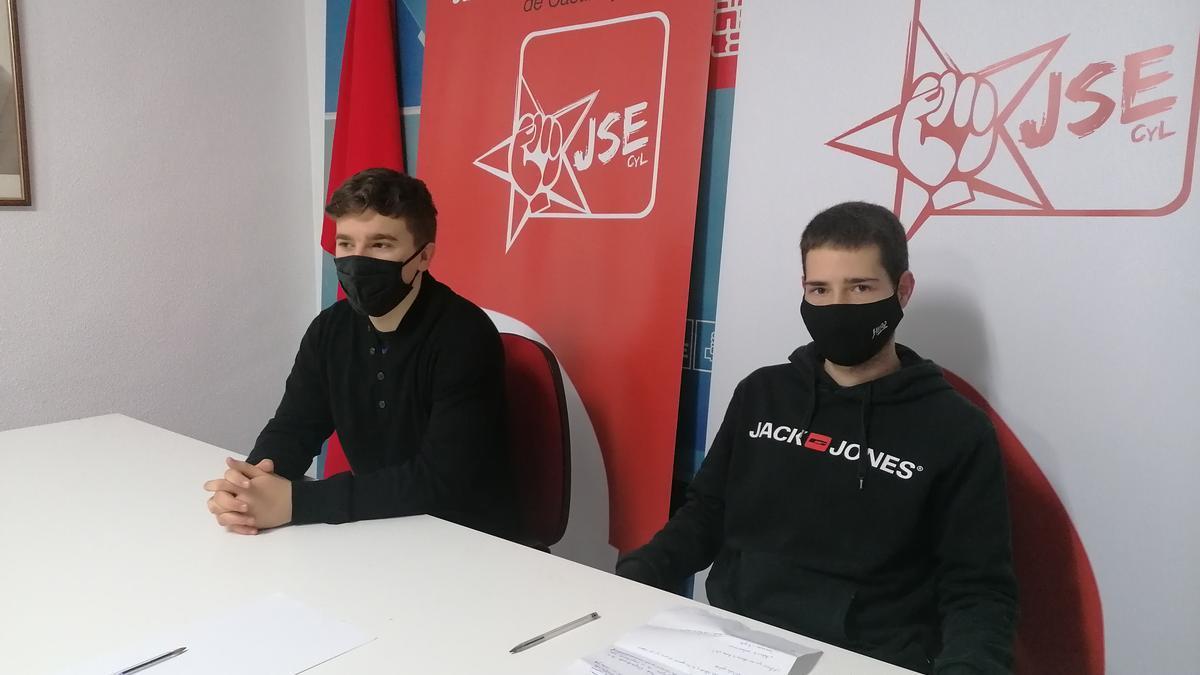 Aleksander García (izquierda) yJoao Ricardo Dos Santos presentan la iniciativa