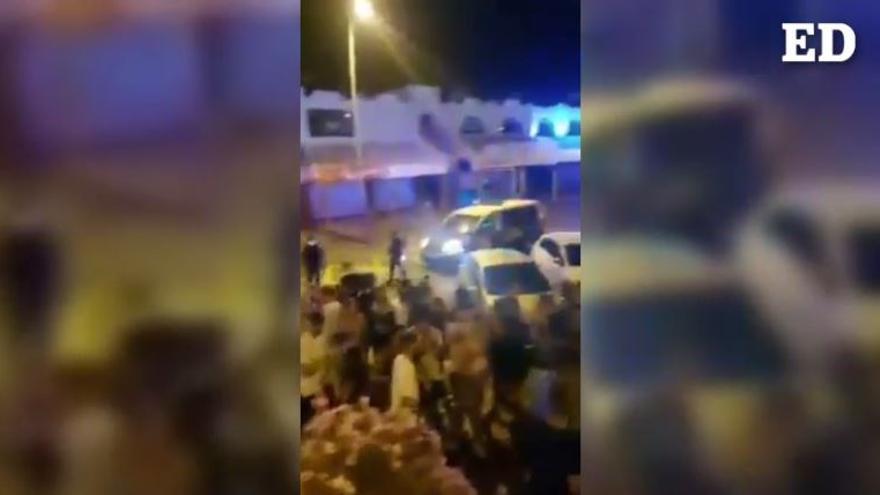 Desalojo de personas en la calle y locales de Verónicas, en Playa de Las Américas