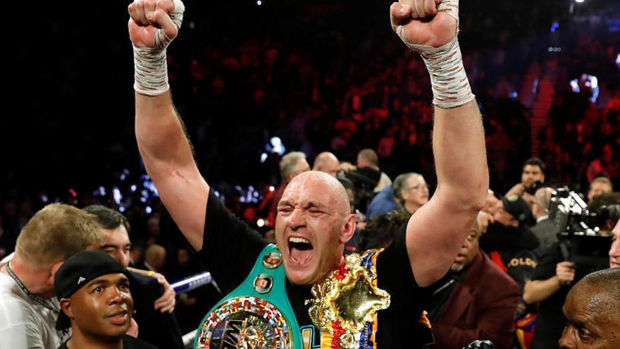Fury se exhibe ante Wilder y levanta el título de campeón del peso pesado
