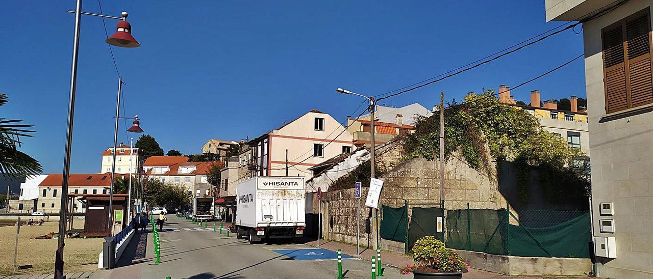El bloque de viviendas se ubicará en la única parcela sin edificar en el frente marítimo de Arealonga. |   // FDV