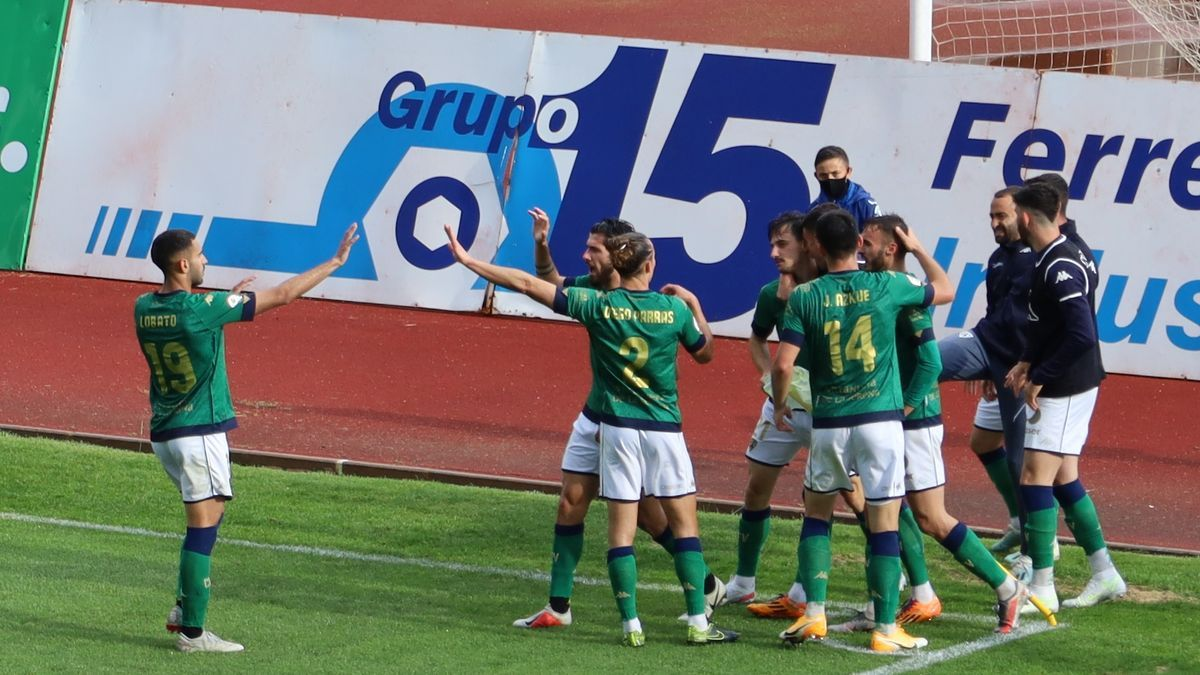Celebración de uno de los goles del Villanovense.