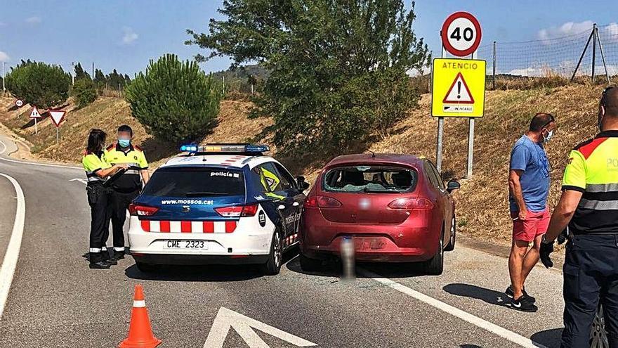 Un xofer begut i temerari xoca contra els Mossos