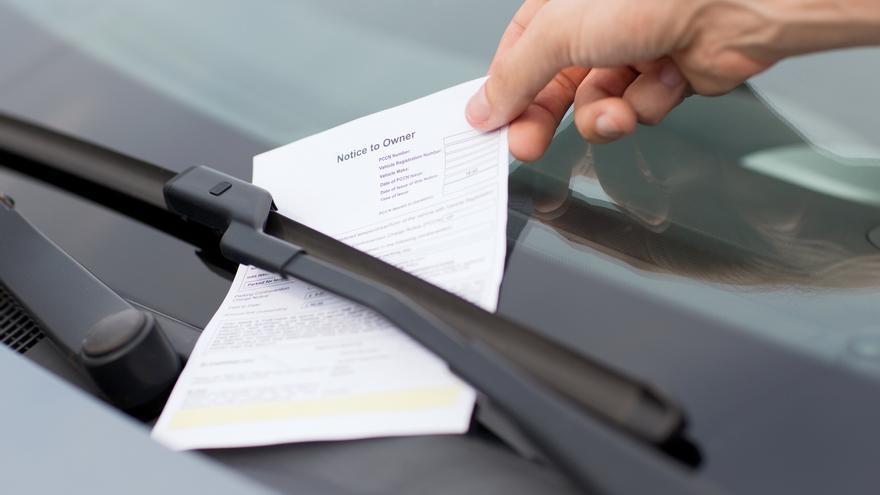 El fallo más inadvertido en el coche por el que te pueden caer 200 euros de multa