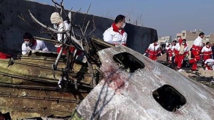 El avión siniestrado sufrió un incendio antes de estrellarse, según Irán