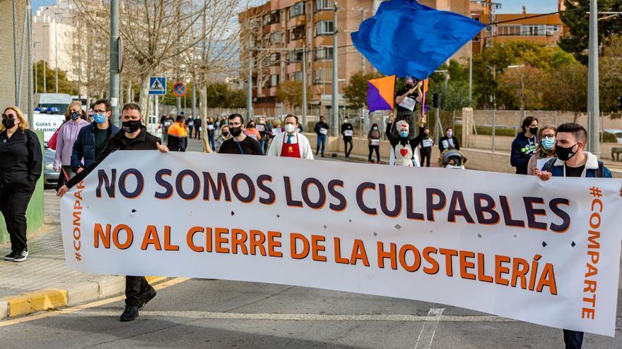 Los hosteleros de La Vila Joiosa se unen en una protesta contra las nuevas restricciones