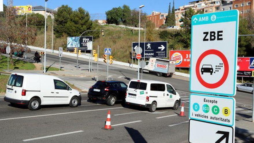 Els tallers gironins disparen l'emissió de distintius per entrar a la ZBE de Barcelona